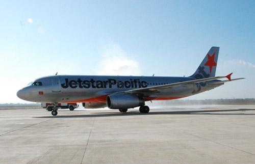 Hành khách mở cửa thoát hiểm làm máy bay chậm giờ 1