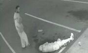 Cụ già gốc Việt bất ngờ bị đánh khi dạo phố