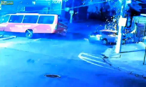 Ôtô lao thẳng vào đầu xe ben 2