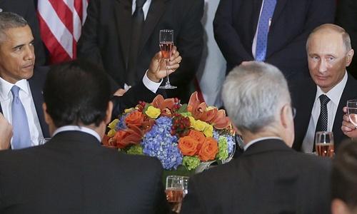 Cú chạm ly băng giá Obama - Putin gây sốt báo chí thế giới