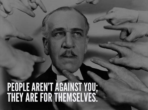 Mọi người không chống lại bạn đâu, họ chỉ quan tâm đến bản thân mình.