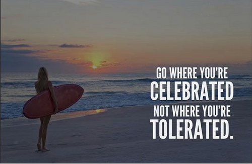 Đi đến nơi bạn được ca tụng, chứ không phải nơi bạn phải chịu đựng.