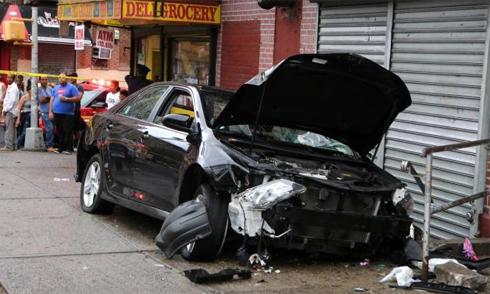 Chuyển làn ẩu, nữ tài xế tức giận vì bị xước xe 3
