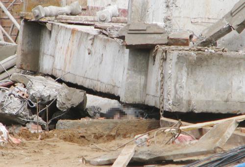 Sập sàn nhà hàng đang xây ở Cần Thơ, 5 người gặp nạn 2
