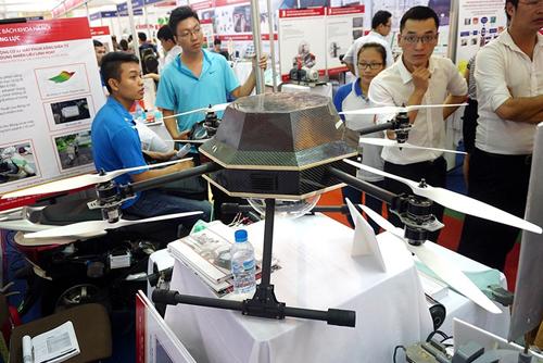 Hai mẫu máy bay không người lái nổi bật tại Techmart 2015 1