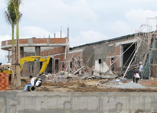 Sập sàn nhà hàng đang xây ở Cần Thơ, 5 người gặp nạn 1