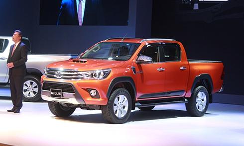 Toyota Hilux 2016 giá từ 693 triệu - tìm vị thế thị trường Việt