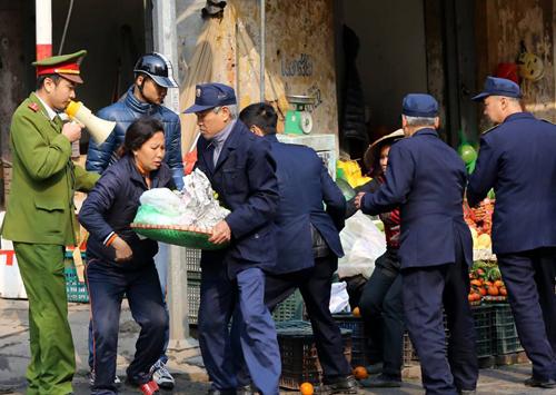 Cảnh sát Hà Nội dừng sử dụng xe bán tải tuần tra trật tự đô thị 1