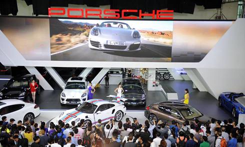 Porsche giới thiệu 8 mẫu xế sang cho khách Việt
