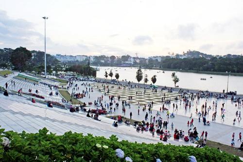 Quảng trường Lâm Viên là điểm nhấn cho thành phố ngàn hoa cất cánh. Ảnh: Tường Băng