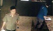 Giả cảnh sát lừa hàng chục iPhone ngay trụ sở công an