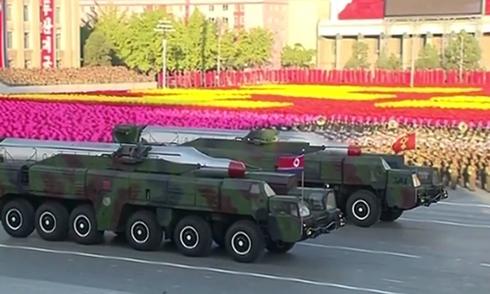 Triều Tiên phô diễn tên lửa đạn đạo liên lục địa