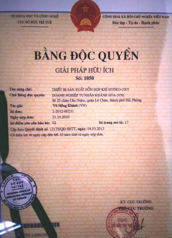 ong-lao-che-may-doc-quyen-tach-hydro-tu-nuoc-1