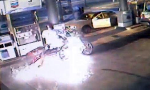 Biker tử nạn khi chạy đua với ôtô 2