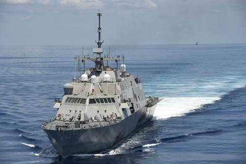 Kịch bản đối mặt Mỹ - Trung gần đảo nhân tạo ở Biển Đông 1