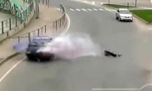 Xe trộn bê tông đè bẹp ôtô, 3 phụ nữ thiệt mạng 5