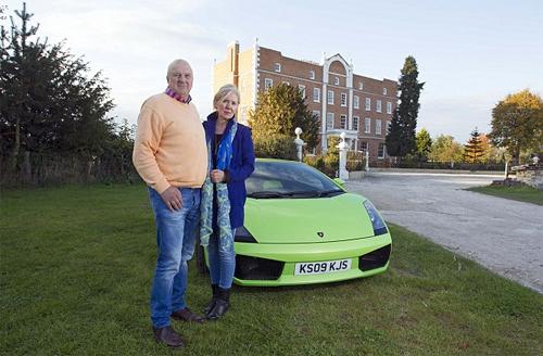 Đôi vợ chồng bao che nhau khi lái siêu xe vượt tốc độ 1