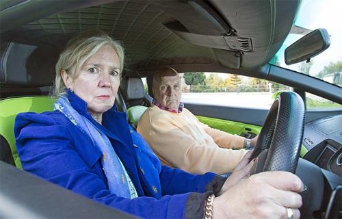 Đôi vợ chồng bao che nhau khi lái siêu xe vượt tốc độ 2