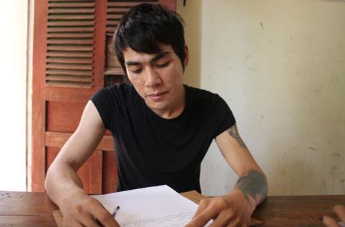 Nguyễn Văn Thành tại cơ quan cảnh sát. Ảnh: Hải Bình.