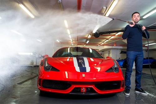 Dịch vụ rửa siêu xe giá 15.000 USD 1