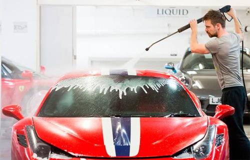Dịch vụ rửa siêu xe giá 15.000 USD 3
