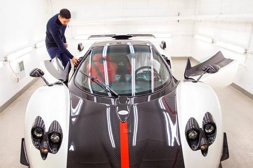 Dịch vụ rửa siêu xe giá 15.000 USD 2