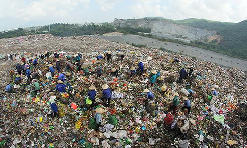 Dân Đà Nẵng chặn xe tải vào bãi rác gây ô nhiễm