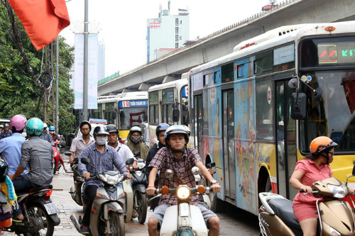Hà Nội xem xét giảm xe buýt để hạn chế ùn tắc 1