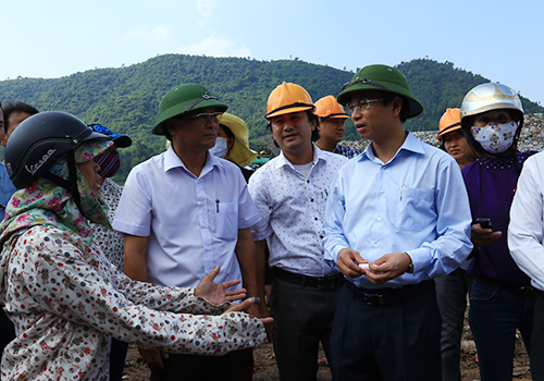Tân Bí thư Đà Nẵng thị sát bãi rác ô nhiễm 2