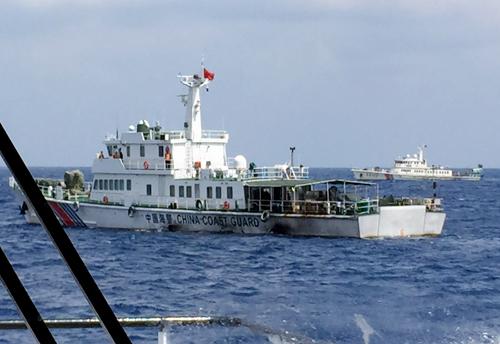 Tàu Trung Quốc cản trở Việt Nam cứu nạn 11 ngư dân 1