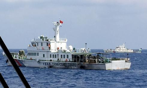 Tàu Trung Quốc cản trở Việt Nam cứu nạn 11 ngư dân