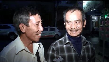 Nụ cười Huỳnh Văn Nén sau khi bước ra khỏi trại tạm giam. Ảnh: Hải Hà