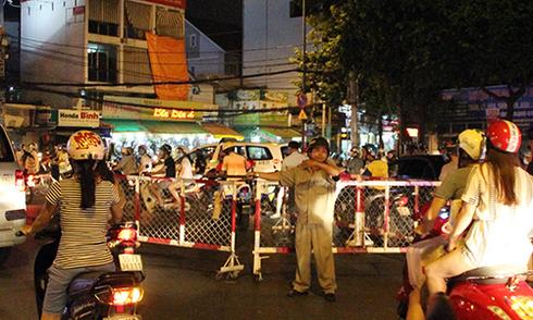 Hai cô gái đâm chết nam thanh niên giữa vòng xoay ở TP HCM