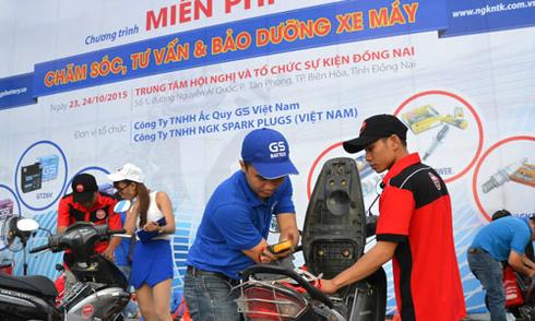 Chăm sóc ắc-quy và làm sạch bu-gi miễn phí tại Biên Hòa