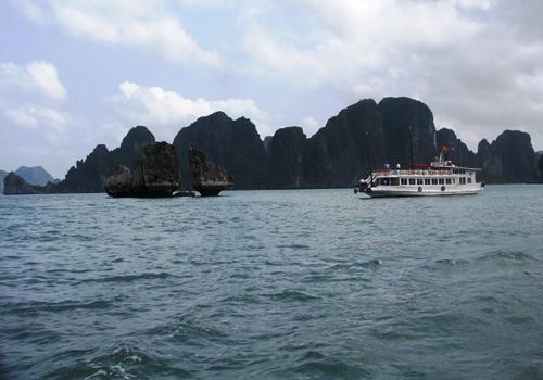 Gần một nửa tàu du lịch trên vịnh Hạ Long có thể dừng hoạt động 1