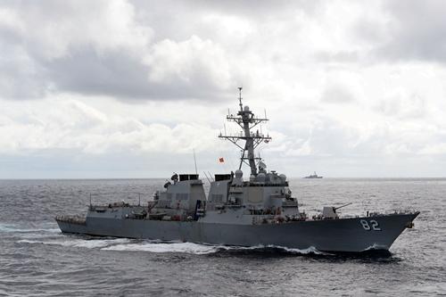 Midshipmen-Train-aboard-USS-La-7568-1285