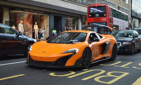 Những chiếc McLaren 675LT đầu tiên trên phố