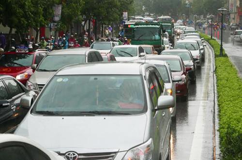Tem phí bảo trì đường bộ với ôtô có thể được bãi bỏ 1