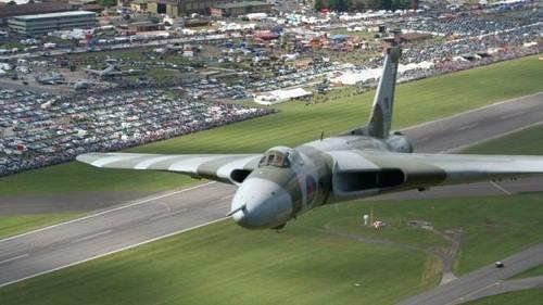 """Chuyến bay cuối cùng của """"Hỏa thần ném bom"""" Vulcan 3"""