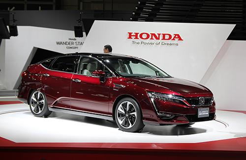 Honda Clarity Fuel Cell ra mắt giá 63.400 USD 1