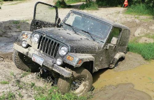 Cẩu xe khỏi bùn lầy, hãng cứu hộ đòi 49.000 USD 1