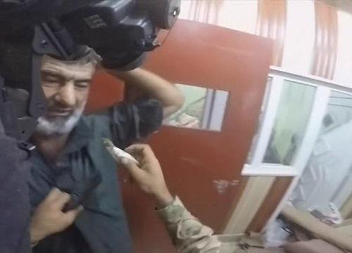 Giây phút cận kề cái chết của tù nhân trong tay IS 1
