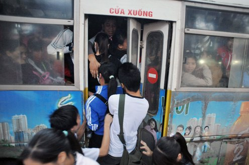 Thanh niên xung phong sẽ phục vụ xe buýt để chống móc túi 1
