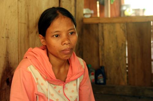 Sơn nữ dũng cảm chống lại hủ tục chôn sống trẻ sơ sinh