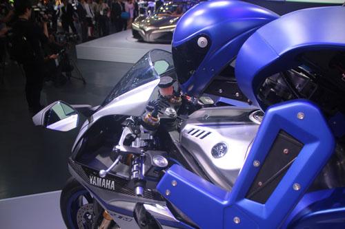 yamaha-phat-trien-robot-lai-moto-10