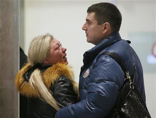 [Caption]Relatives react after a Russian airliner with 217 passengers and seven crew aboard crashed, as people gather at Russian airline Kogalymavias information desk at Pulkovo airport in St.Petersburg, Russia, Saturday, Oct. 31, 2015. Russia's civil air agency is expected to have a news conference shortly to talk about the Russian Metrojet passenger plane that Egyptian authorities say has crashed in Egypt's Sinai peninsula.(AP Photo/Dmitry Lovetsky)