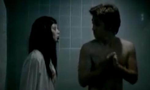 'Ma nữ muối mặt khi ra sức hù dọa chàng trai' rùng rợn nhất ngày Halloween