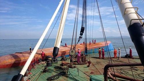 Trục vớt tàu chìm ở TP HCM 1