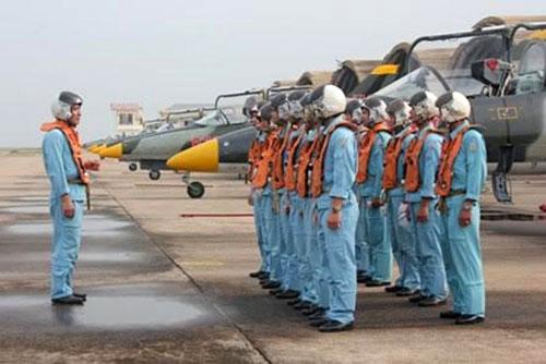 Ba trung đoàn không quân được di chuyển để đảm bảo an toàn bay 2