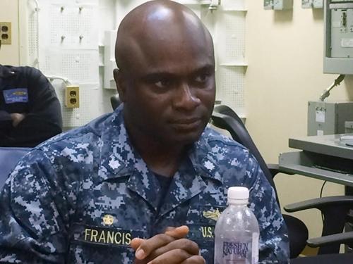 Robert Francis, sĩ quan chỉ huy trên tàu USS Lassen, trả lời báo giới ngày 5/11. Ảnh: AP.